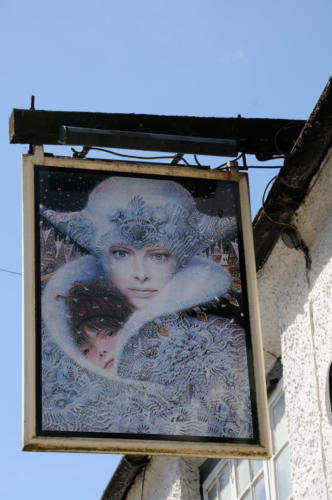 The Queens Head inn sign, Wing